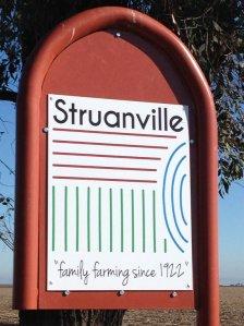 struanville-farm-sign2